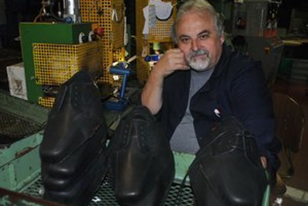 """""""Kto zoberie do roboty 56–ročného chlapa, ktorý vie robiť len obuvníčinu?"""" pýta sa  Michal Sura."""