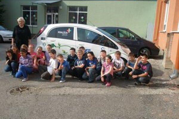 Elektromobil. Nadchol aj školákov zo ZŠ Duchnovičova.