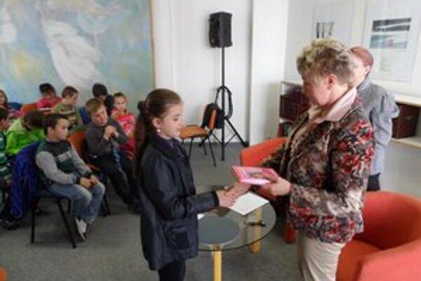 Vyhodnotenie literárnej súťaže. V rusínskom jazyku súťažilo 17 školákov.