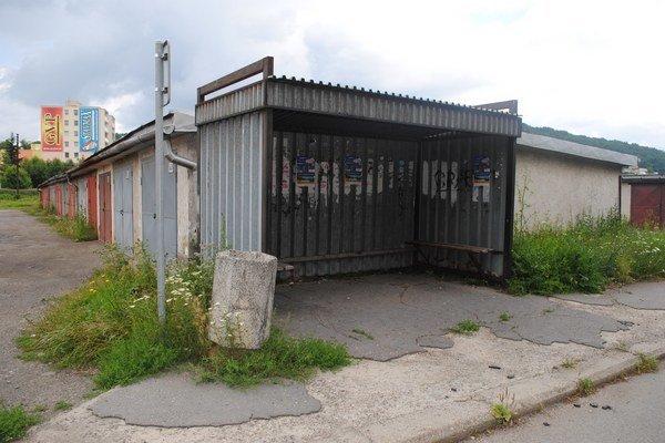 Autobusové zastávky v Humennom. Niektoré vyzerajú takto.