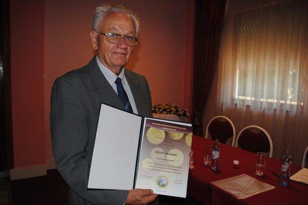 Štefan Sciranka. Je čestným predsedom humenskej numizmatickej pobočky.
