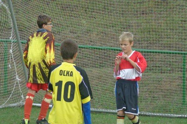 Malý futbal žiakov. Zo stretnutia Oľka – Pakostov.