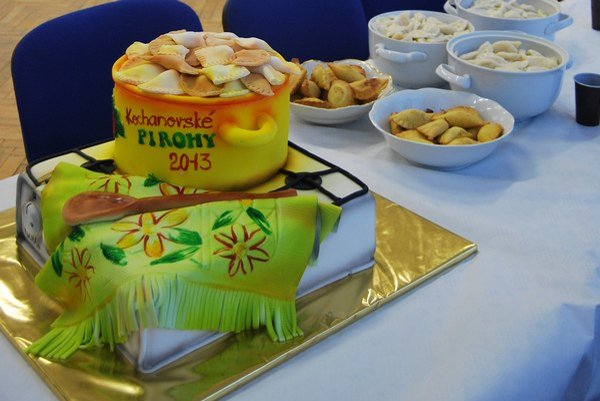 Torta mala tvar misy s pirohmi.