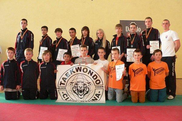 Black Tiger Snina. Na majstrovstvách Malopoľska získali šestnásť medailí.