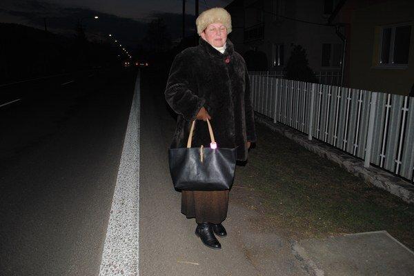 Anna Jacková. Reflexný pásik nosí na kabelke, inokedy na rukáve.