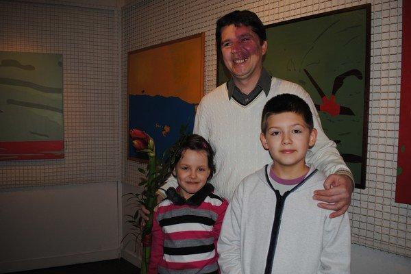 Otec a deti. Milan Mihaľko ml. so synom Borisom a dcérou Jankou.