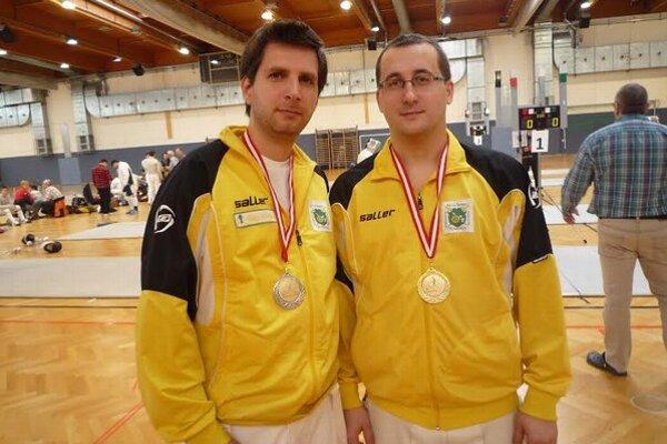 Medailisti. Zľava Pavol Zubaľ a Martin Kazík.