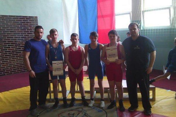ZK Slávia Snina. Zľava: Ondrej Blaško (tréner), Maroš Toth, Adrián Petrovka, Benjamín Sentivan Adam Fedorco a Anton Andrejko (tréner).