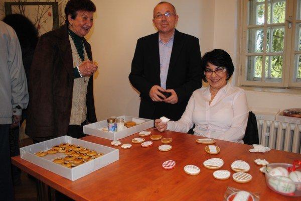 Na vernisáži. Ľudmila Belejová s manželom.