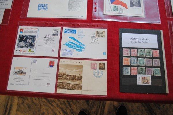 Známky a obálky s podobizňou Štefánika.