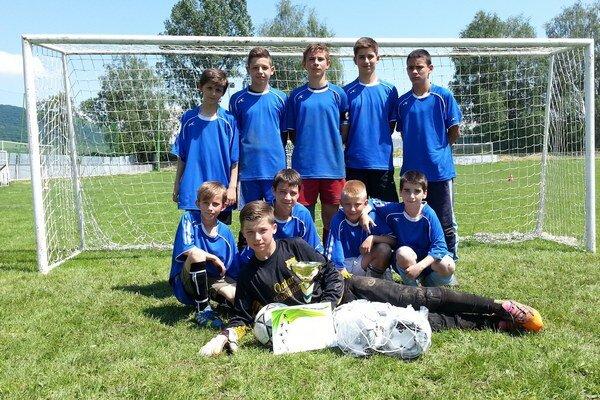 Futbaloví Koškovčania. Postúpili na majstrovstvá Slovenska.