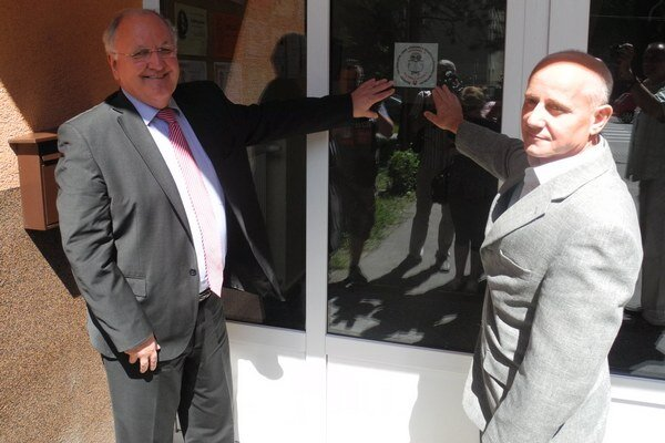 Minister šušan Čaplovič a Peter Koršňák, riaditeľ ZŠ na Študentskej ulici v Snine.