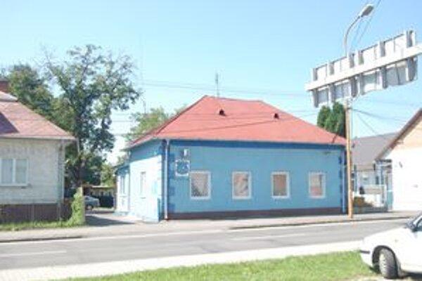 Základňa. Budovu treba podľa vedenia mesta opraviť.