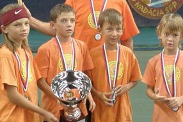 Víťazi Davis Cupu. Družstvo chlapcov. Zľava Loziak, Palovič, Lopata a Frič.