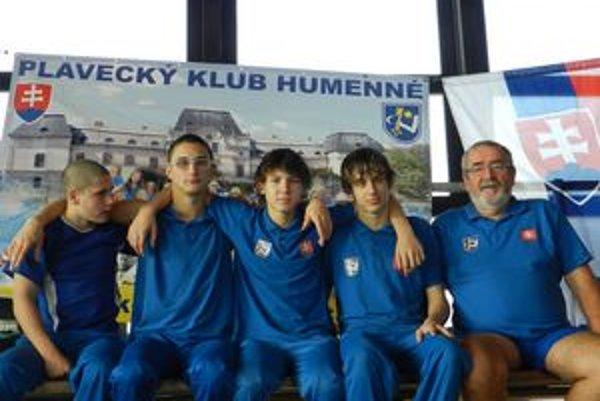 PK Chemes Humenné reprezentovali (zľava) Hodbod, Babjak, Micikaš, Levický a ich tréner Tomahogh.