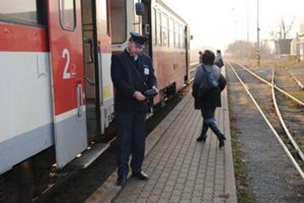 Zľava pre každého. Sprievodca Mikuláš Sopko predá lístok so zľavou Regional automaticky.