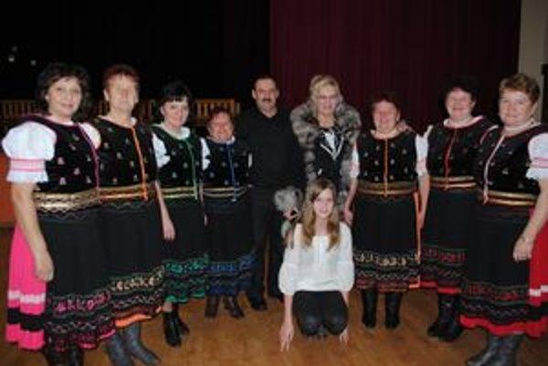 """Ruňanka. V speváckej skupine len """"zaskakuje"""". Spieva v nej aj manželka Anna."""