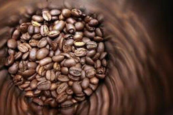 Do konca budúceho roku môže podľa prognóz Rabobank International cena kávy arabica na svetových komoditných burzách klesnúť.