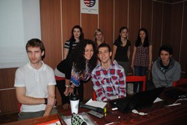 Organizačný štáb. Humenskí gymnazisti pracujú na ekoprojekte dva roky.