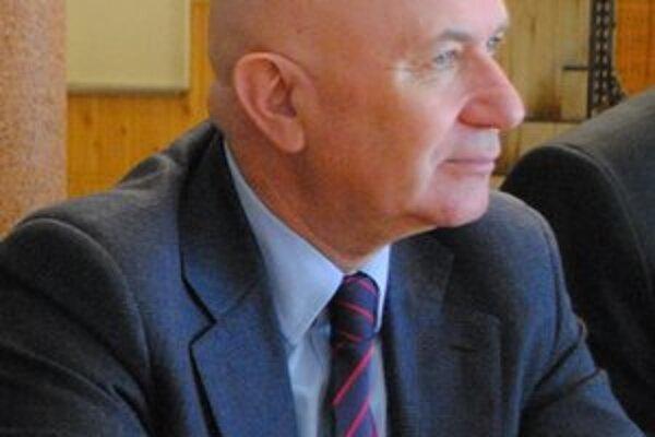 Primátor Štefan Milovčík (nez.) sa v tomto roku bude musieť uspokojiť so základným platom.