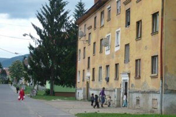 Neatraktívna lokalita. Od bývania na Sídlisku I v Snine záujemcov odrádzajú problémy s neprispôsobivými obyvateľmi.