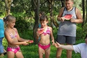 Párty. Sladký melón musel ochutnať každý.