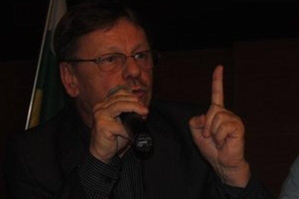 Riaditeľ MKOS Snina. Daniel Andráško poslancov presviedčal o tom, že organizácia rockového festivalu je nad sily MKOS Snina.