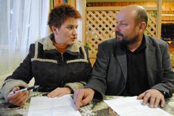 Neistota. Mária Buhajová a Ladislav Vinkler nevedia povedať ženám pracujúcim v spoločnosti Twista, či dostanú tento mesiac 60 percent zo mzdy.
