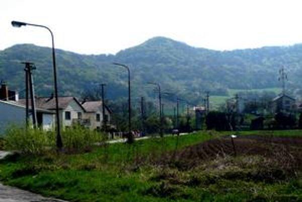 Nadjazdy budú dva. V týchto miestach, vedľa Jasenovskej ulice, by mal viesť nadjazd na sídlisko Pod Sokolejom s mimoúrovňovou križovatkou do Jasenova. Ďalší nadjazd by mal preklenúť Ulicu Na Podskalku.