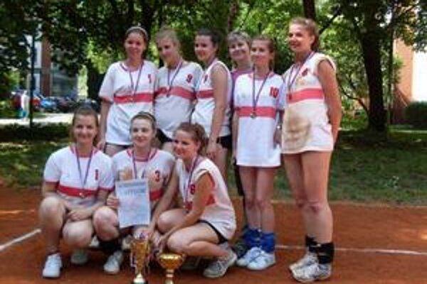 OR Gymnázium L. Svobodu. Víťaz Protidrogovej ligy vo volejbale - dievčatá.