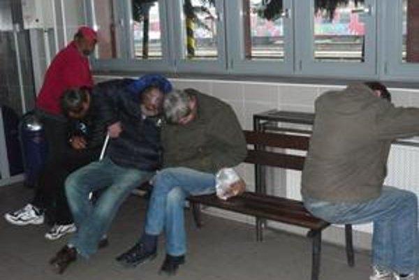 Snažili sme sa porozprávať s týmito mužmi. Spali však tak tvrdo, že sa nám ich nepodarilo zobudiť.