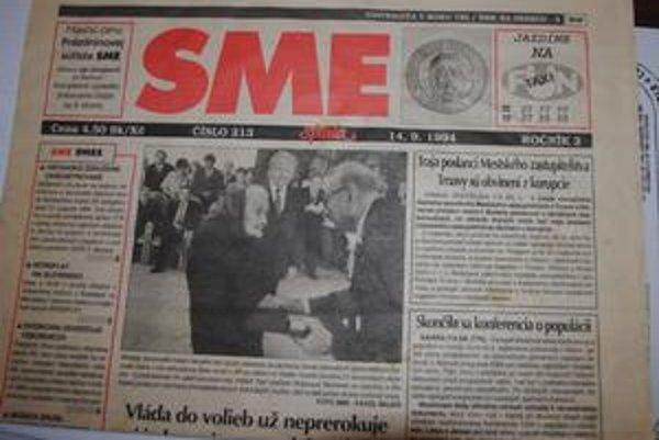 Spomienka. Rodina Svatuškovcov si opatruje tieto noviny, na ktorých je pani Mária pri preberaní medaily Spravodliví medzi národmi.