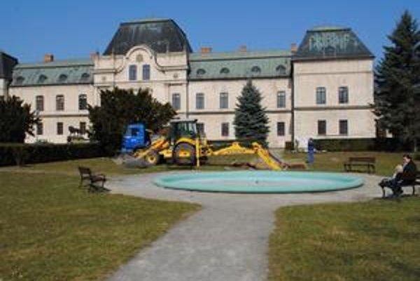 Fontány. Mesto ich opraví za peniaze z eurofondov. Rovnako tak skrášli aj park.