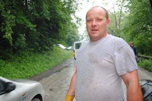 """Peter Kužma. """"Kým neskončí autobus v Udave, tak sa to tu nepohne,"""" myslí si."""