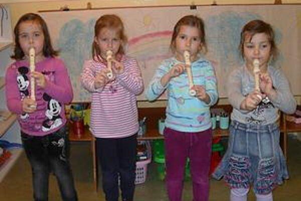 Flauta. Stala sa obľúbeným hudobným nástrojom detí z MŠ Dargovských hrdinov.