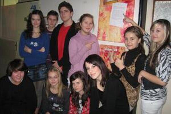Nádejní redaktori. Sú žiakmi ZŠ Hrnčiarska.