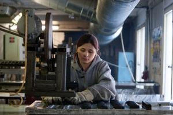 Superhrubá mzda je terajšia hrubá mzda zamestnanca vrátane odmien a príplatkov, zvýšená o odvody, ktoré za neho platí zamestnávateľ.