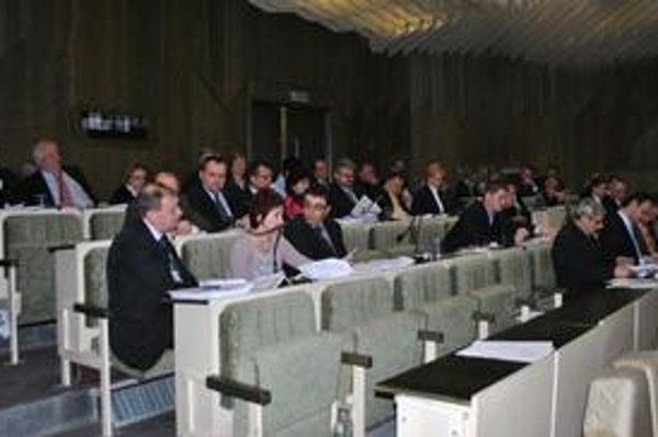 Mestská rada bude najbližšie rokovať 21. apríla, poslanci mestského zastupiteľstva sa zídu na riadnom rokovaní 23. mája.