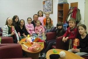 V obecnej knižnici. Deti z Koškoviec sa v nej cítili príjemne.