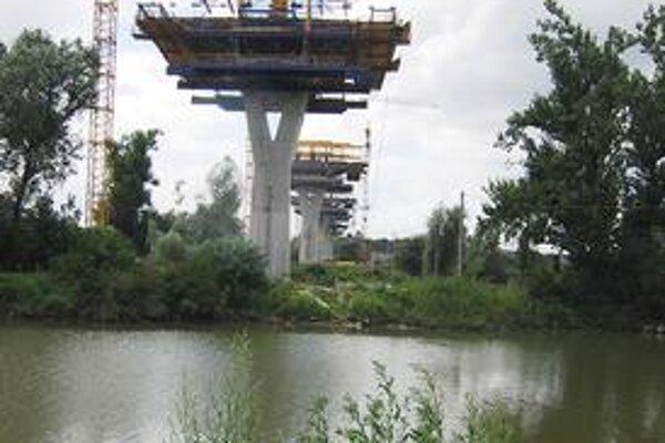 Výstavba diaľnic sa hýbe pomaly. Najďalej z plánovaných úsekov D1 je tender na deväť kilometrov medzi Jánovcami a Jablonovom.