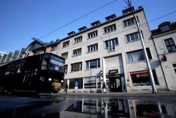 Dom novinárov je na Župnom námestí v centre Bratislavy.