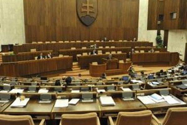 Parlament vyhovel prenajímateľom aj študentom.