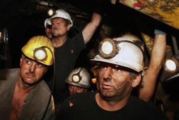 Zatvorením hornonitrianskych baní by prišlo o prácu zhruba 4400 baníkov.