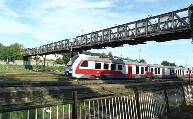 Na zlý stav mosta poukázali aj Železnice SR.