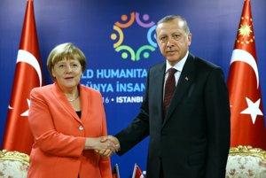 Merkelová a Erdogan: budúci diktátor ajedna zjeho obetí...