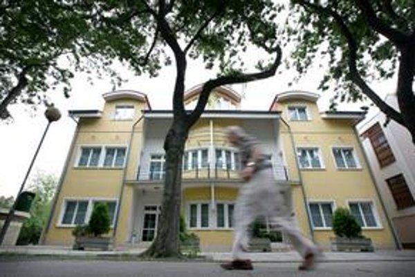 V lete bratislavské sídlo obchodníka Capital Invest obsadila polícia. Mal údajne spravovať peniaze podielnikov PDSI.