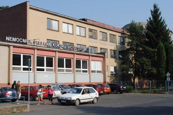 Michalovská nemocnica. Tu ošetrili pacientov.