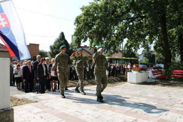 71. výročie SNP. Pietny akt kladenia vencov pri pamätníku Biela hora.