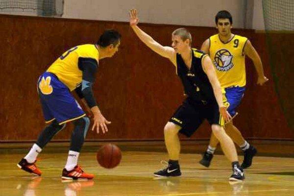 Michalovskí basketbalisti tretíkrát v rade vyhrali. Tentoraz si poradili so skúseným celkom košických Kapybár.