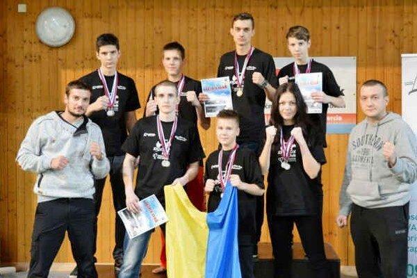 Michalovskí kickboxeri. V Leviciach nazbierali dokopy štrnásť cenných kovov.